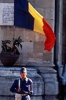 Bucarest / Romania 1990.Soldati di guardia davanti al Palazzo della Presidenza..Foto Livio Senigalliesi..Bucarest / Romania 1990.Guards in front of the Palace of the Presidency..Photo Livio Senigalliesi.