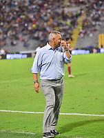 IBAGUE - COLOMBIA, 23-01-2020:Hernan Torres técnico del Tolima gesticula durante partido entre Deportes Tolima y Deportivo Independiente Medellin por la fecha 1 de la Liga BetPlay I 2020 jugado en el estadio Manuel Murillo Toro de la ciudad de Ibagué. / Hernan Torres coach of Tolima gestures during match between Deportes Tolima and Deportivo Independiente Medellin for the date 1 as part of BetPlay League I 2020 played at Manuel Murillo Toro stadium in Ibague. Photo: VizzorImage / Juan Carlos Escobar / Cont /
