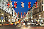 United Kingdom, England, London: Regent Street with taxis and Union flags | Grossbritannien, England, London: Regent Street mit Taxis und Union Jacks