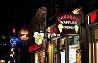 Nederland Amsterdam 2019. Snacks te koop op de Wallen. Foto Berlinda van Dam / Hollandse Hoogte
