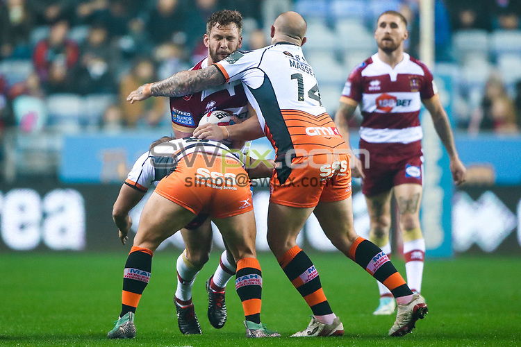 Picture by Alex Whitehead/SWpix.com - 05/10/2018 - Rugby League - Betfred Super League Semi-Final - Wigan Warriors v Castleford Tigers - DW Stadium, Wigan, England - Wigan's Sean O'Loughlin is tackled by Castleford's Paul McShane and Nathan Massey.