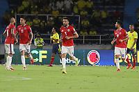 BARRANQUILLA – COLOMBIA, 09-09-2021: Juagadores de Chile (CHI) después de anotar el primer gol se su equipo durante partido entre los seleccionados de Colombia (COL) y Chile (CHI), de la fecha 9 por la clasificatoria a la Copa Mundo FIFA Catar 2022, jugado en el estadio Metropolitano Roberto Melendez en Barranquilla. / Players of Chile (CHI) after scoring the forst goal of their team during match between the teams of Colombia (COL) and Chile (CHI), of the 9th date for the FIFA World Cup Qatar 2022 Qualifier, played at Metropolitan stadium Roberto Melendez in Barranquilla. / Photo: VizzorImage / Jairo Cassiani / Cont.