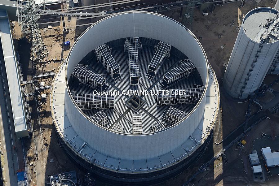 Hybridkuehlturm des Kraftwerk Moorburg: EUROPA, DEUTSCHLAND, HAMBURG, (EUROPE, GERMANY), 23.02.2014: Ein Hybridkuehlturm ist die Bauform eines Kuehlturms, welche die Vorteile von Nass- und Trockenkuehltuermen in sich vereint. Die Kondensationswaerme wird ueber einen Kreislauf durch den Kuehlturm an die Umgebung abgefuehrt. Durch die Trockenkuehlung werden die austretenden Schwaden stark minimiert.
