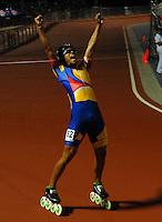 CALI - COLOMBIA - 31-07-2013: Pedro Causil Patinador Colombiano celebra la medalla de oro en los 300 metros contra reloj individual mayores varones en patinaje de Carreras en los IX Juegos Mundiales Cali, julio 31 de 2013. (Foto: VizzorImage / Luis Ramirez / Staff). Pedro Causil from Colombia celebrates the gold medal in the 300 meters individual time, senior Men´s in Track Speed Roller Skating in the final of the Hockey in Line in the IX World Games Cali, July 31, 2013. (Photo: VizzorImage / Luis Ramirez / Staff).
