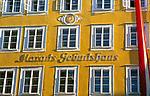 Oesterreich, Salzburger Land, Salzburg: Mozarts Geburtshaus in der Getreidegasse | Austria, Salzburger Land, Salzburg: Mozart's Birthplace at Getreidegasse