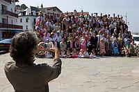 Europe/France/Aquitaine/64/Pyrénées-Atlantiques/Ciboure: Photo d'un groupe d'invités à  un  mariage.