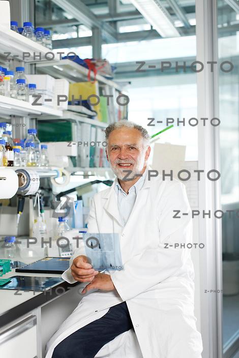 Portrait von Dr. Lino Camponovo / CEO von der ETH-Spin-off Firma Malcisbo, im Hauptsitz an der ETH Zuerich an der Wolfgang-Pauli-Strasse 10 am 25. Mai 2011..Copyright © Zvonimir Pisonic