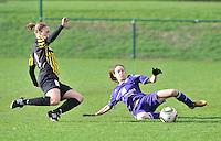 RSC Anderlecht Dames - WD Lierse SK : Tessa Wullaert gaat al tacklend voor de bal en voor Caroline Berrens er aan kan.foto DAVID CATRY / Vrouwenteam.be