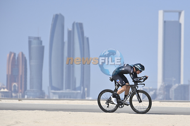 Team DSM riders recon the stage before the start of Stage 2 of the 2021 UAE Tour running 13km around  Al Hudayriyat Island, Abu Dhabi, UAE. 22nd February 2021.  <br /> Picture: LaPresse/Fabio Ferrari | Cyclefile<br /> <br /> All photos usage must carry mandatory copyright credit (© Cyclefile | LaPresse/Fabio Ferrari)