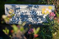 """Europe/France/Auvergne/43/Haute-Loire/Saint-Arcons-d'Allier:Hotel de Charme """"Les Deux Abesses"""" le jardin,détail d'un panneau"""