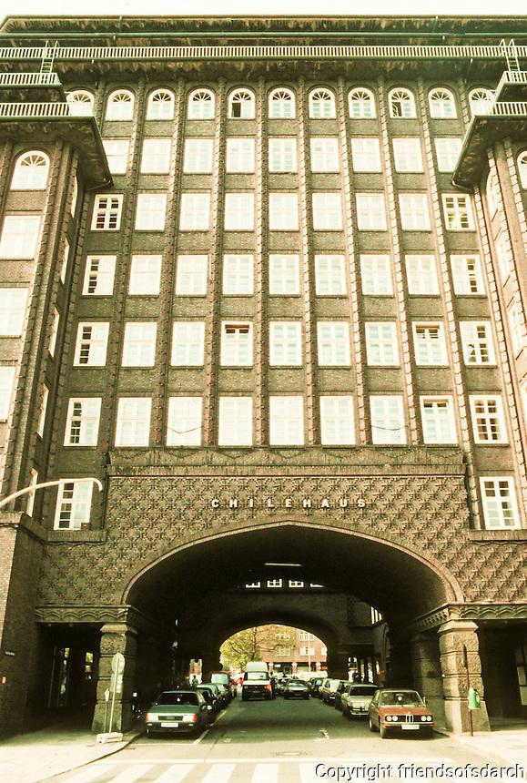 Fritz Hoger: Chilehaus, Hamburg 1923. Side elevation. Photo '87.