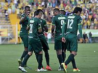 BOGOTA - COLOMBIA -05 -11-2016: Los jugadores de La Equidad, celebran el gol anotado a Atletico Bucaramanga, durante partido entre La Equidad y Atletico Bucaramanga, por la fecha 19 de la Liga Aguila II-2016, jugado en el estadio Metropolitano de Techo de la ciudad de Bogota. / The players of La Equidad celebrate a scored goal to Atletico Bucaramanga, during a match La Equidad and Atletico Bucaramanga, for the  date 19 of the Liga Aguila II-2016 at the Metropolitano de Techo Stadium in Bogota city, Photo: VizzorImage  / Luis Ramirez / Staff.