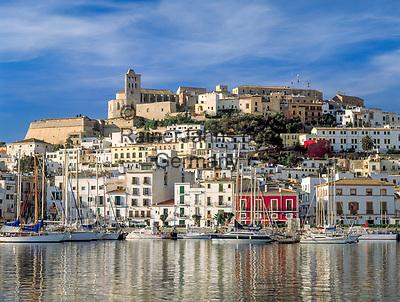 Ibiza-Stadt mit Altstadtbezirk Dalt Vila, Kathedrale + Hafen