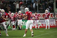 Quarterback Matt Crockett (Braunschweig Lions) wirft einen Pass