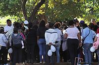 Campinas (SP), 09/03/2020 - Feminicidio-SP - Velorio e enterro de Tais Michele Figueiredo da Silva Pereira, 24 anos, no Cemiterio dos Amarais em Campinas, interior de Sao Paulo, na manha desta segunda-feira (09). Ela foi morta dentro de casa no DIC IV, com sinais de asfixia ou estrangulamento. O suspeito do crime e o namorado da vitima. (Foto: Luciano Claudino/Codigo 19/Codigo 19)
