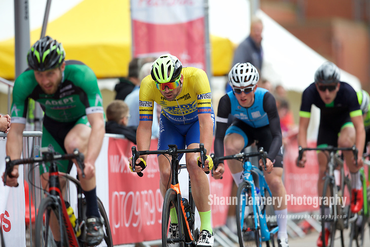 Pix: Shaun Flannery/shaunflanneryphotography.com<br /> <br /> COPYRIGHT PICTURE>>SHAUN FLANNERY>01302-570814>>07778315553>><br /> <br /> 11th June 2017<br /> Doncaster Cycle Festival 2017<br /> Whinfrey Briggs Elite Men's Race