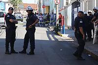 CAMPINAS, SP 29.05.2019 - VIOLENCIA - Uma pessoa foi presa na manhã desta quarta-feira (29) depois de uma confusão, com briga, em frente à sede do Sindicato dos Trabalhadores em Transportes Rodoviários, no bairro Botafogo, em Campinas (SP). Ela estava com uma bomba caseira e foi levada pela Guarda Municipal até o 1º Distrito Policial. Por conta da confusão que teve briga, inclusive usaram pedras e pedaços de pau, no local, a GM fechou a rua Bernardino de Campo impedindo a circulação na frente do local.  <br /> A entidade é alvo de investigação da polícia por denúncia de crimes de furto qualificado, organização criminosa e lavagem de dinheiro. (Foto: Denny Cesare/Código19)