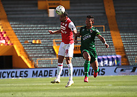 BOGOTÁ - COLOMBIA, 04-02-2021:Daniel Giraldo del Independiente Santa Fe disputa el balón con Patriotas Boyacá durante partido por la fecha 4 entre Independiente Santa Fe y Patriotas Boyacá como parte de la Liga BetPlay DIMAYOR 2021 jugado en el estadio  Nemesio Camacho El Campin  de la ciudad de Bogotá. / Daniel Giraldo of Independiente Santa Fe vies for the ball with  Patriotas Boyaca during match for the date 4 between Independiente Santa Fe and Patriotas Boyaca as a part BetPlay DIMAYOR League I 2020 played at Nemesio Camacho El Campin stadium in Bogota city. Photo: VizzorImage / Felipe Caicedo / Staff