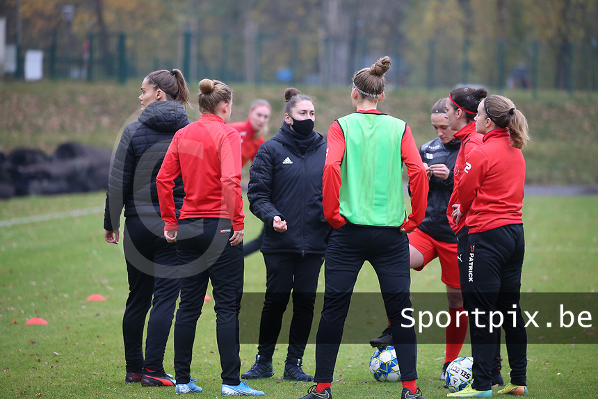 Head coach Audrey Demoustier (Woluwe) gives instructions before  a female soccer game between FC Femina WS Woluwe and RSC Anderlecht Women on the eight match day of the 2020 - 2021 season of Belgian Women's Super League , Sunday 22nd of November 2020  in Woluwe, Belgium . PHOTO SPORTPIX.BE | SPP | SEVIL OKTEM