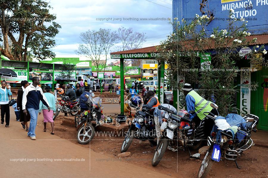 KENYA Muranga, motorcycle taxi as private transport / KENIA Muranga, Kleingewerbe, privater Nahverkehr, Taxi Motorradfahrer