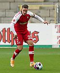 17.10.2020, Schwarzwald Stadion, Freiburg, GER, 1.FBL, SC Freiburg vs SV Werder Bremen<br /><br />im Bild / picture shows<br />Christian Günter (Freiburg)<br /><br />Foto © nordphoto / Bratic<br /><br />DFL REGULATIONS PROHIBIT ANY USE OF PHOTOGRAPHS AS IMAGE SEQUENCES AND/OR QUASI-VIDEO.