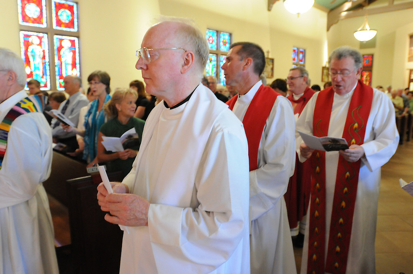 Father Daniel Looney, Pastor of Holy Spirtit Catholic Church, celebrated his 40th Anniversary of priesthood at Holy Spirit in Sacramento, California, Sunday, June 12, 2011. (photo by Pico van Houtryve)