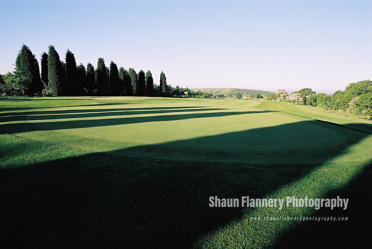 Pix: Shaun Flannery/shaunflanneryphotography.com...COPYRIGHT PICTURE>>SHAUN FLANNERY>01302-570814>>07778315553>>..18th May 2004..............Hickleton Golf Club, Lidgett Lane, Hickleton, Doncaster, DN5 7BE..Golf Course - 3rd green.