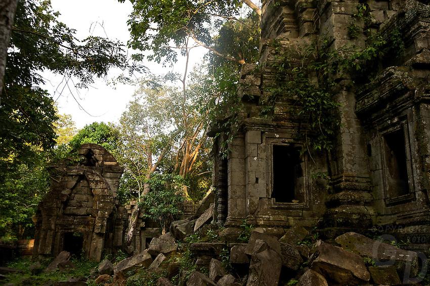 The remote Bantey Ampoeu temple and ruins, Cambodia