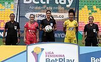 BUCARAMANGA- COLOMBIA, 21-07-2021: Viviana Muñoz, arbitra durante partido entre Atletico Bucaramanga y Deportivo Independiente Medellin de la Fase de Grupos de la fecha 3por la Liga Femenina BetPlay DIMAYOR 2021 jugado en el estadio Alfonso Lopez de la ciudad de Bucaramanga. / Viviana Muñoz, referee during a match between Atletico Bucaramanga and Deportivo Independiente Medellin of the Group Phase the 3rd date for the Women's League BetPlay DIMAYOR 2021 played at the Alfonso Lopez stadium in Bucaramanga city. / Photo: VizzorImage / Jaime Moreno / Cont.
