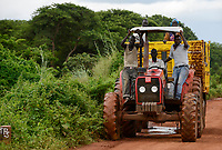 ETHIOPIA, Gambela, large farms, ethipian government lease large fields to investors for industrial farming, tractor of large farm / AETHIOPIEN, Gambela, die aethiopische Regierung verpachtet grosse Landflaechen an Investoren fuer den Anbau von Nahrungsmitteln fuer den Export, Umsiedlung der lokalen Bevoelkerung fuehrt zu Konflikten, Traktor einer Grossfarm