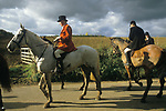 The Vale of White Horse an English premier hunt based in Wiltshire. Hunting with hounds. 1980s hunters gather at the end of the days hunt.1985