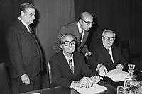 - da sinistra: Giovanni Malagodi (PLI) e (seduti) Ugo La Malfa  (PRI) e Giuseppe Saragat (PSDI), Roma, 1976....- from left: Giovanni Malagodi (PLI, Italian Liberal Party) and (seated) Ugo La Malfa (PRI, Italian Republican Party) and Giuseppe Saragat (PSDI, Italian Social Democratic Party), Rome, 1976