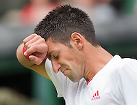 22-6-09, England, London, Wimbledon, Djokovic has a hard time in his match against Beneteau