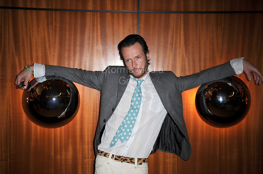 MIAMI BEACH, FL - JANUARY 19: Velvet Revolver and Stone Temple Pilots lead singer,  Musician Scott Weiland poses at the Ritz-Carlton South Beach during the 2008 All Star Gala on January 19, 2008 in Miami Beach, Florid<br /> <br /> People:  Scott Weiland