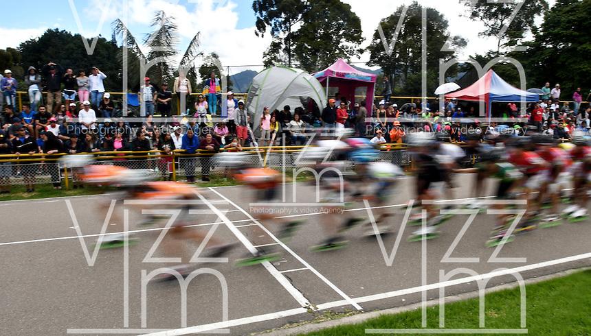 BOGOTA - COLOMBIA - 29-01-2017: Patinadoras durante la prueba de los 20000 metros Eliminacion Mayores Damas, en la IV Valida Nacional Interclubes de Carreras 2017 en el Patinodromo El Salitre de la ciudad de Bogota. / Skater during the test of the 20000 meters Elimination Senior Ladies as part of the IV Interclubs National Valid of Speed Race 2017 at El Salitre Patinodromo in Bogota city Photo: VizzorImage / Luis Ramirez / Staff.