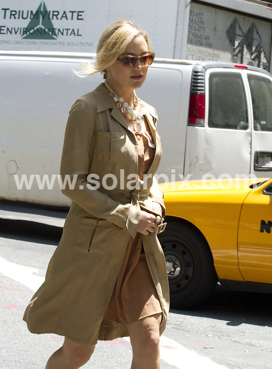 **ALL ROUND PICTURES FROM SOLARPIX.COM**.**SYNDICATION RIGHTS FOR UK, AUSTRALIA, DENMARK, PORTUGAL, S. AFRICA, SPAIN & DUBAI (U.A.E) & ASIA (EXCLUDING JAPAN) ONLY**.Something Borrowed - filming in Greenwich Village, New York City, NY, USA. 2 June 2010..This pic: Kate Hudson..JOB REF: 11387 PHZ Mayer   DATE: 02_06_2010.**MUST CREDIT SOLARPIX.COM OR DOUBLE FEE WILL BE CHARGED**.**MUST NOTIFY SOLARPIX OF ONLINE USAGE**.**CALL US ON: +34 952 811 768 or LOW RATE FROM UK 0844 617 7637**