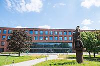 Pressetermin des Robert Koch-Instituts vor der Inbetriebnahme des Hochsicherheitslabors der Schutzstufe S4.<br /> In dem Labor der hoechsten Schutzstufe koennen am Standort Seestraße in Berlin-Wedding hochansteckende, lebensbedrohliche Krankheitserreger wie Ebola-, Lassa- oder Nipah-Viren sicher untersucht werden.<br /> Der Betriebsbeginn ist am 31. Juli 2018.<br /> Im Bild: Der Neubau, in dem das S4-Labor untergebracht ist.<br /> ACHTUNG: Sperrfrist der Veroeffentlichung ist bis 25. Juli 2018 9.00 Uhr!<br /> 24.7.2018, Berlin<br /> Copyright: Christian-Ditsch.de<br /> [Inhaltsveraendernde Manipulation des Fotos nur nach ausdruecklicher Genehmigung des Fotografen. Vereinbarungen ueber Abtretung von Persoenlichkeitsrechten/Model Release der abgebildeten Person/Personen liegen nicht vor. NO MODEL RELEASE! Nur fuer Redaktionelle Zwecke. Don't publish without copyright Christian-Ditsch.de, Veroeffentlichung nur mit Fotografennennung, sowie gegen Honorar, MwSt. und Beleg. Konto: I N G - D i B a, IBAN DE58500105175400192269, BIC INGDDEFFXXX, Kontakt: post@christian-ditsch.de<br /> Bei der Bearbeitung der Dateiinformationen darf die Urheberkennzeichnung in den EXIF- und  IPTC-Daten nicht entfernt werden, diese sind in digitalen Medien nach §95c UrhG rechtlich geschuetzt. Der Urhebervermerk wird gemaess §13 UrhG verlangt.]