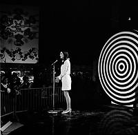 Varietee Radio-Canada entre 1967 et 1970<br /> (date exacte inconnue)<br /> <br /> PHOTO :  Alain  Renaud - Agence Quebec Presse <br /> <br /> NOTE : les scan 35mm s'ajouterons a ces scans moyen format