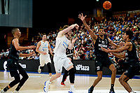 GRONINGEN - Basketbal, Donar - Apollo Amsterdam , Dutch Basketbal League, seizoen 2021-2022, 26-09-2021,  Donar speler Austin Luke  passt