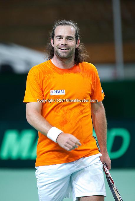 03-05-10, Zoetermeer, SilverDome, Tennis, Training Davis Cup, Raemon Sluiter heef? er zin in