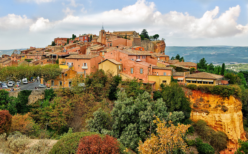 A view of the Luberon village of Roussillon in autumn on a cloudy day.