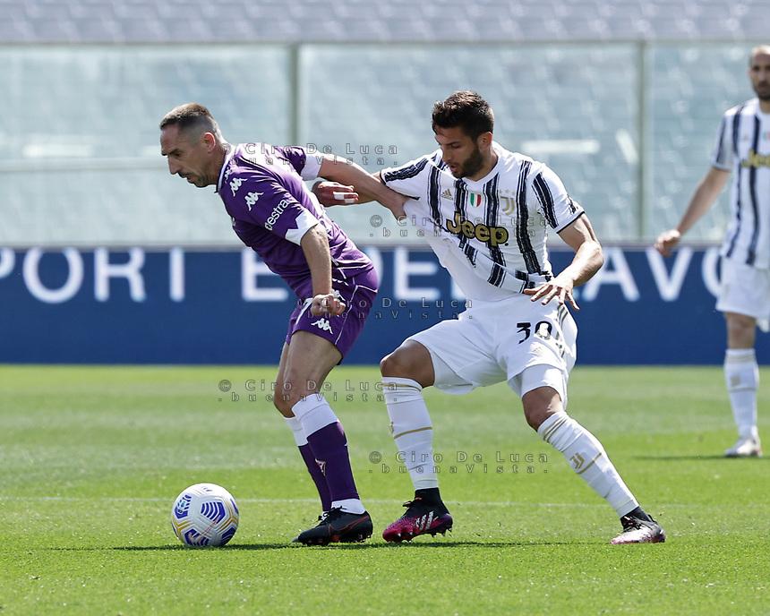 Dusan Vlahovic of Fiorentina Rodrigo Bentancur of Juventus  during the  italian serie a soccer match,Fiorentina - Juventus at  theStadio Franchi in  Florence Italy ,