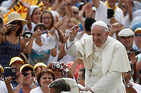 Papa Francesco saluta i fedeli al suo arrivo all'udienza generale del mercoledi' in Piazza San Pietro, Citta' del Vaticano, 31 agosto 2016.<br /> Pope Francis waves to faithful as he arrives for his weekly general audience in St. Peter's Square at the Vatican, 31 August 2016.<br /> UPDATE IMAGES PRESS/Isabella Bonotto<br /> <br /> STRICTLY ONLY FOR EDITORIAL USE