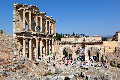 Tuerkei, Provinz Izmir, bei Selcuk: Ruinen von Ephesos, Celsus-Bibliothek   Turkey, Province Izmir, near Selcuk: ruins of Ephesus, Celsius Library
