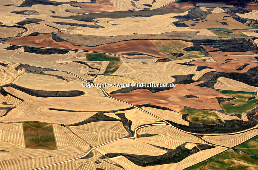 Spanische Landschaft: SPANIEN, KASTILIEN LEON, 24.07.2011: Landschaft der Provinz Kastilien-Leon - Aufwind-Luftbilder Stichworte: Spanien, Kastilien, Leon, Soria, Jakobsweg, Acker, Ackerbau, Ackerland, Feld, Felder, Feldlandschaft, Feldlandschaften, Geomorphologie, Geologie, huegelig, huegelige, Natur, Landschaft, Landschaften, Huegellandschaft, Kulturlandschaft, Kulturlandschaften, Monokultur, Nutzpflanze, Nutzpflanzen, Wellenstrucktur, Wellen, Muster, gemustert, Luftbild, Draufsicht, Luftaufnahme, Luftansicht, Luftblick, Flugaufnahme, Flugbild, Vogelperspektive, Ueberblick, Uebersicht, air opinion, farming, tillage, agriculture, Feldlandschaften, field landscape, top view, plan, geology, bird 's-eye view, field, array, span, landscape, scene, scenery, overview, outline, survey, farmland, hilly, wave, undulate, geomorphology, soil, nature, useful plant, mustered, patterned, Soria, Luftblick, Flugaufnahme, Kulturlandschaft, review, view, arrays, fields, pads, Flugbild,  Wellenstrucktur, Jakobsweg, spain, Kulturlandschaften, Huegellandschaft, model, trial, shape, aerial photograph, air photo, abtragung, abtragungen, aerial, aerials, ansichten, aussen, ausserhalb, aussicht, aussichten, background, backgrounds, birdseye, day, daylight, days, dayshot, dayshots, daytime, design, designs, draussen, ecosystem, ecosystems, elevated, elevation, enviroment, erhoben, erhoeht, eroded, erodieren, erosion, erosionen, Europa, europaeisch, Europe, european, exterior, feld, felder, fields, geografie, geographie, geography, geological, geologie, geology, geometric, geometrie, geometrisch, geometry, keiner, land, landscape, landscapes, landschaft, luftbild, luftbildaufnahme, luftbilder, mediterran, meditation,  muster, natur, natural, nature, niemand,nobody, noone, openair, outdoors, outside, pattern, patterned, patterns, pilgern, Pilgerpfad,  physical, physische, reisen, scenary, scene, scenery, scenes, Nutzpflanze,  Nutzpflanzen,