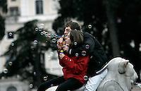 Romani e turisti soffiano bolle di sapone durante un flash mob organizzato tramite il social network Facebook in Piazza del Popolo a Roma, 21 marzo 2010, per celebrare l'inizio della primavera..Romans and tourists bowl bubbles during a flash mob called by the social network Facebook in Rome's Piazza del Popolo square, 21 march 2010, to celebrate the beginning of the spring..UPDATE IMAGES PRESS/Riccardo De Luca