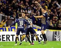 ROSARIO - ARGENTINA - 12-05-2016: Los jugadores de Rosario Central de Argentina, celebran el gol anotado a Atletico Nacional de Colombia, durante partido de ida de cuartos de final, entre Rosario Central y Atletico Nacional por la Copa Bridgestone Libertadores 2016 en el Estadio Gigante de Arroyito, de la ciudad de Rosario. / Players of Rosario Central of Argentina, celebrate a goal scored to Atletico Nacional de Colombia, during a match for the first leg for the quarterfinal between Rosario Central and Atletico Nacional for the Bridgestone Libertadores Cup 2016, in the Gigante de Arroyito Stadium, in Rosario city. Photo: Photogamma / Mario Garcia / VizzorImage / Cont.