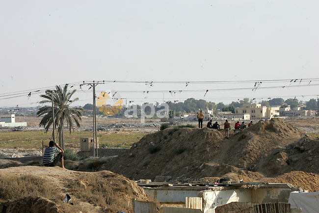 Palestinians watch the border of southern Gaza Strip with Egypt July 1, 2015. Islamic State militants launched a wide-scale coordinated assault on several military checkpoints in Egypt's North Sinai on Wednesday in which 50 people were killed, security sources said, the largest attack yet in the insurgency-hit province. Photo by Abed Rahim Khatib