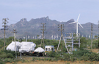 INDIA Tamil Nadu Muppandal, transport of Enercon wind turbine to wind farms at Cape Comorin / INDIEN Tamil Nadu, Muppandal, Anlieferung von Windturbinen des deutsch indischen Joint Venture Enercon India ltd. auf LKW im Windpark am Kap Komorin/Kanyakumari