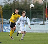 SCT Menen - Olsa Brakel :<br /> David Cardon (L) en Jeroen Lambrecht (R) strijden om de bal<br /> <br /> Foto VDB / Bart Vandenbroucke